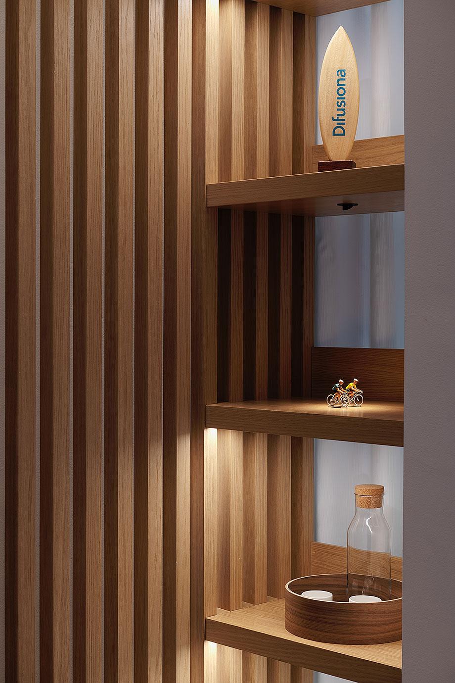 showroom difusiona lighting for architecture de marta alonso (10) - foto mario wurzburger