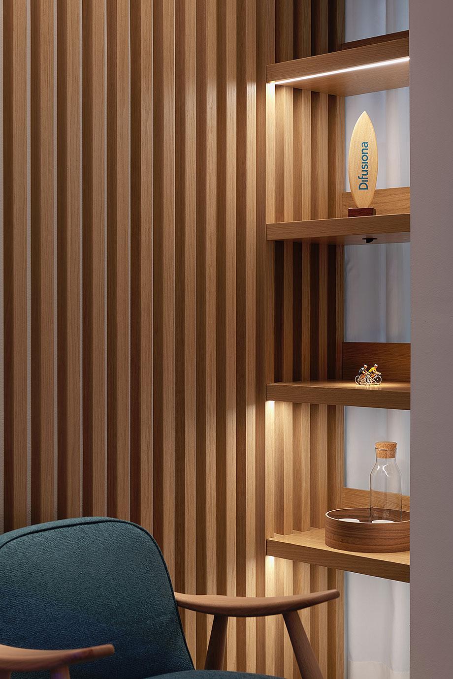 showroom difusiona lighting for architecture de marta alonso (11) - foto mario wurzburger
