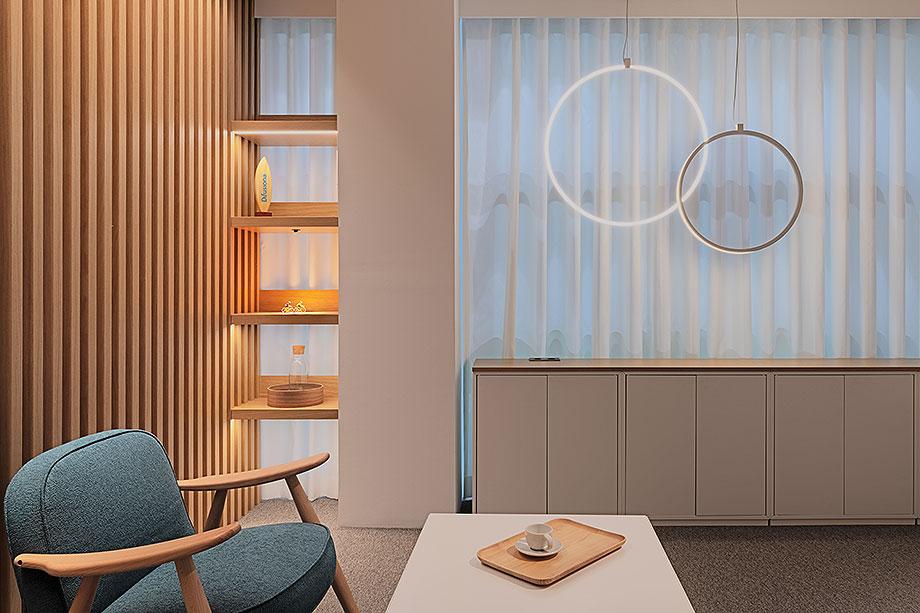 showroom difusiona lighting for architecture de marta alonso (3) - foto mario wurzburger
