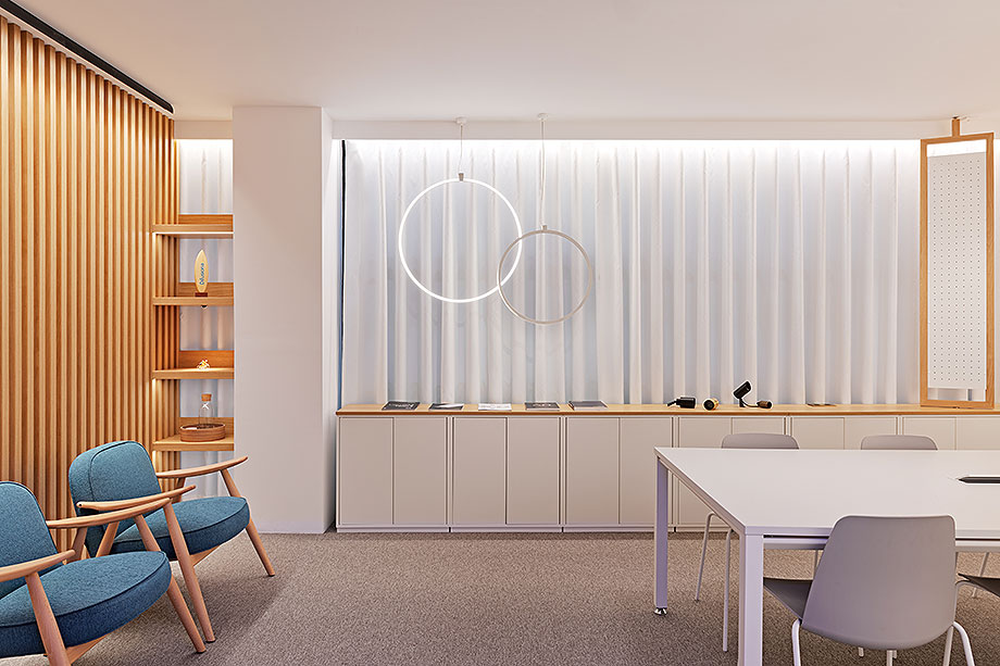 showroom difusiona lighting for architecture de marta alonso (5) - foto mario wurzburger
