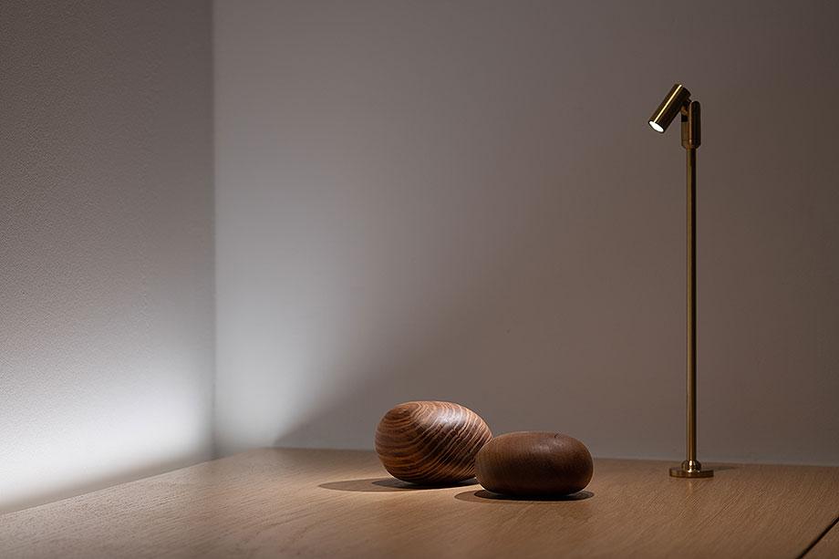 showroom difusiona lighting for architecture de marta alonso (9) - foto mario wurzburger