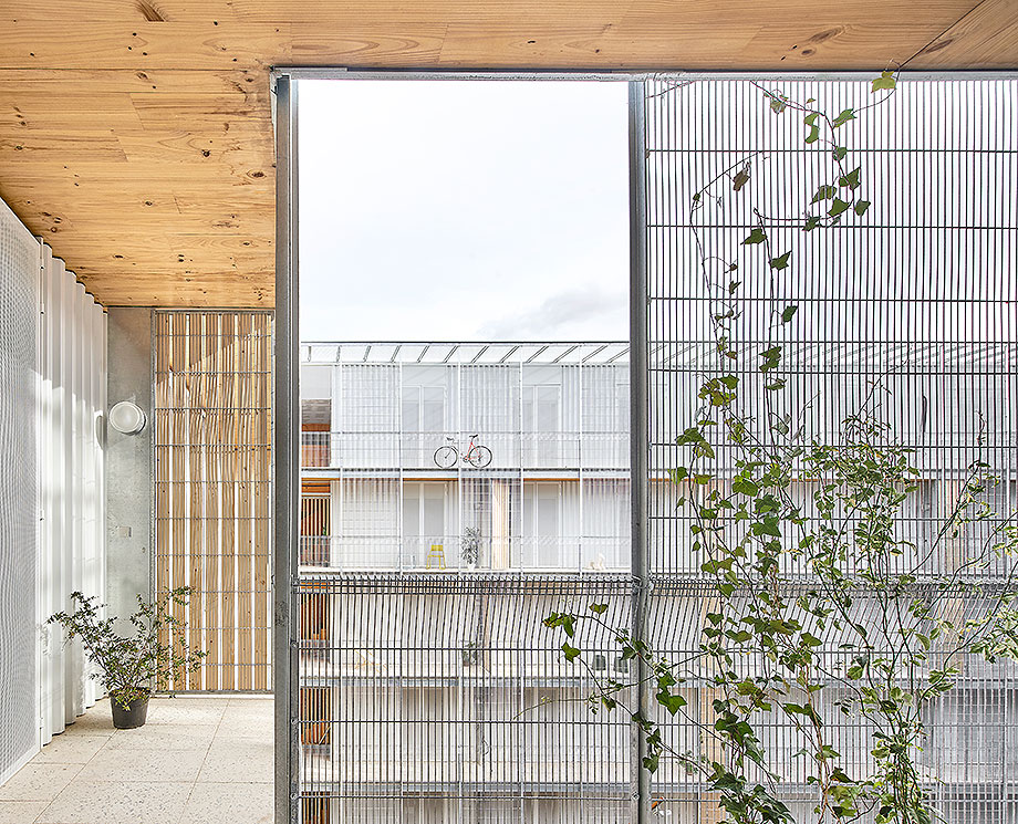 1. viviendas sociales en cornella de peris + toral (2) - foto jose hevia