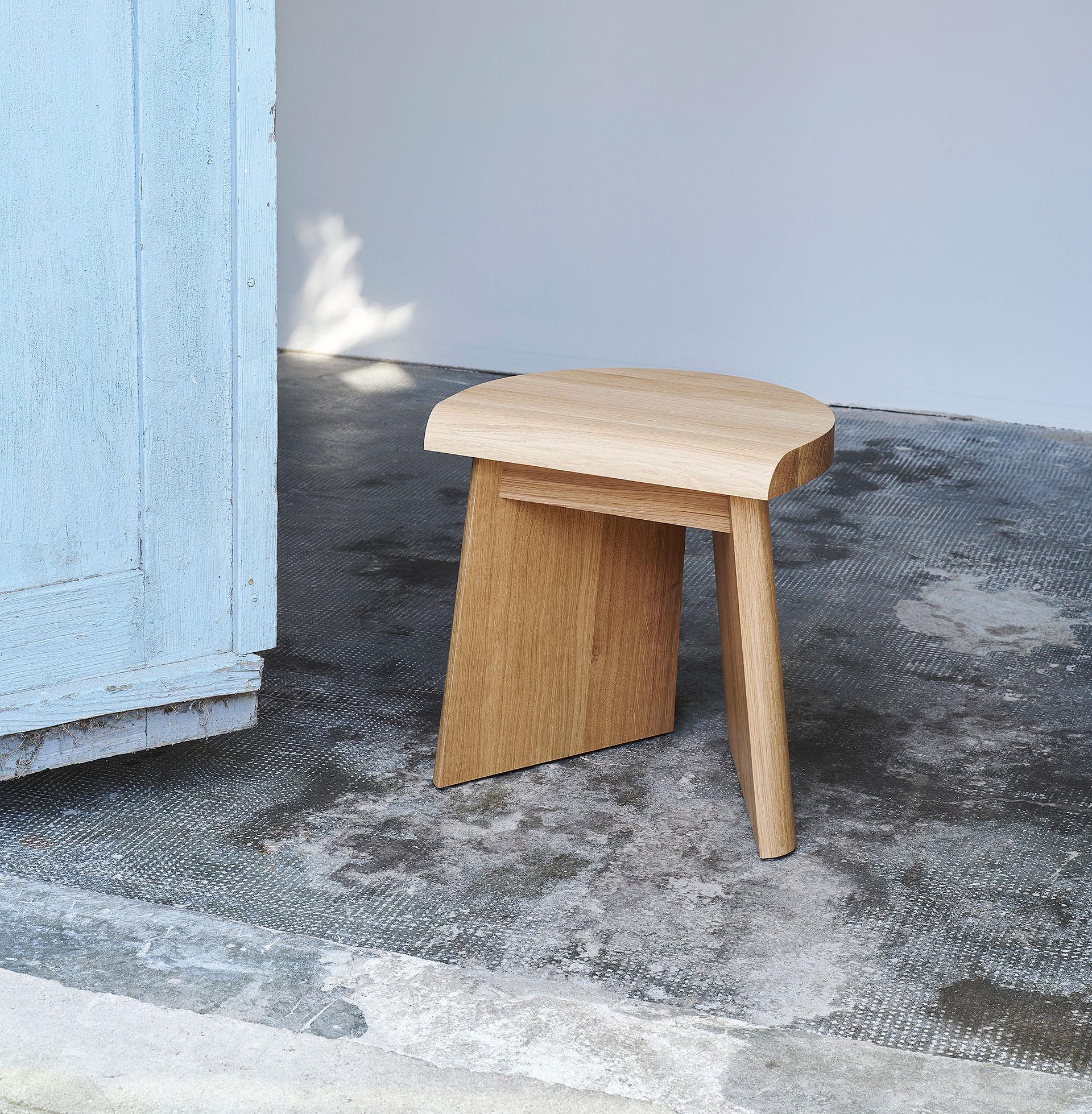 taburete de madera de roble portao de christian haas y favius (0)