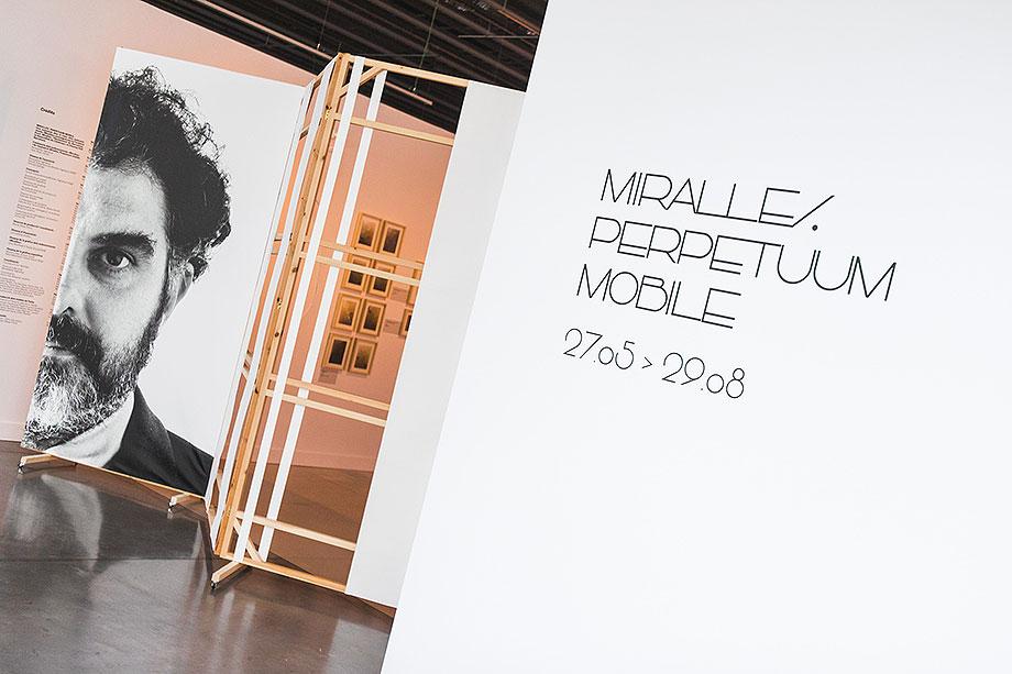 exposicion mobiliario de enric miralles perpetuum mobile (1) - foto lluc miralles