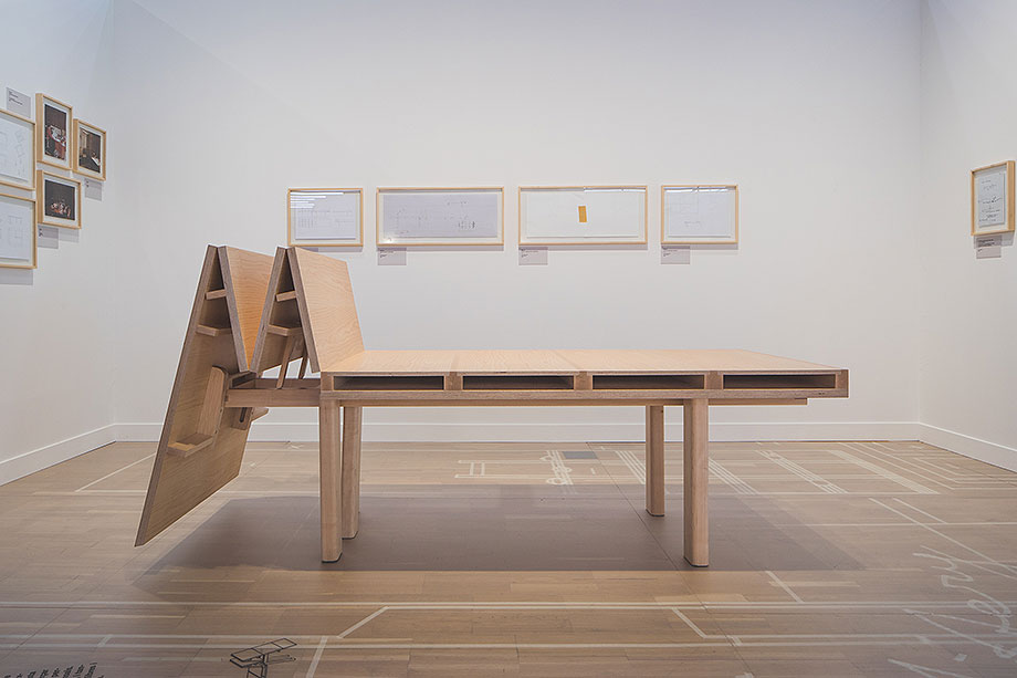 exposicion mobiliario de enric miralles perpetuum mobile (5) - foto lluc miralles