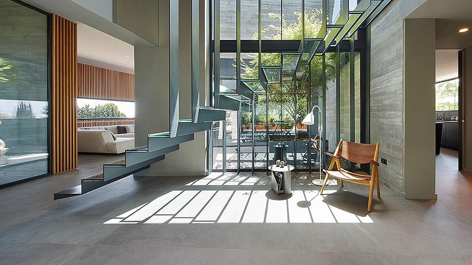 casa en matadera con cerramientos technal de joan folch arquitectes (2) - foto jordi miralles